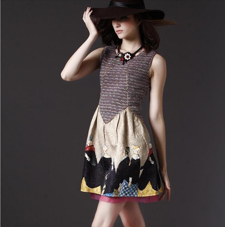 Rochita eleganta deosebita, scurta, fara maneci, cu imprimeu vintage, pe linia corpului, cu fir auriu