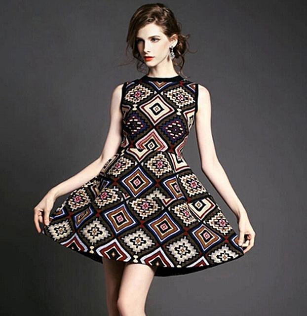 Kalimeramark rochita contrast din tesatura colorata forme geometrice fara maneci si fusta clopot - Specchio in spagnolo ...