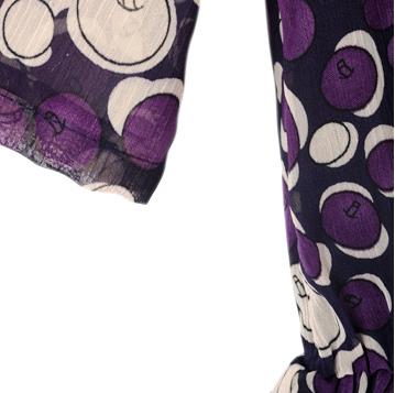 rochita mov violet subtire cu maneci scurte imprimeu colorat mere stilizate si dantela neagra asimetrica