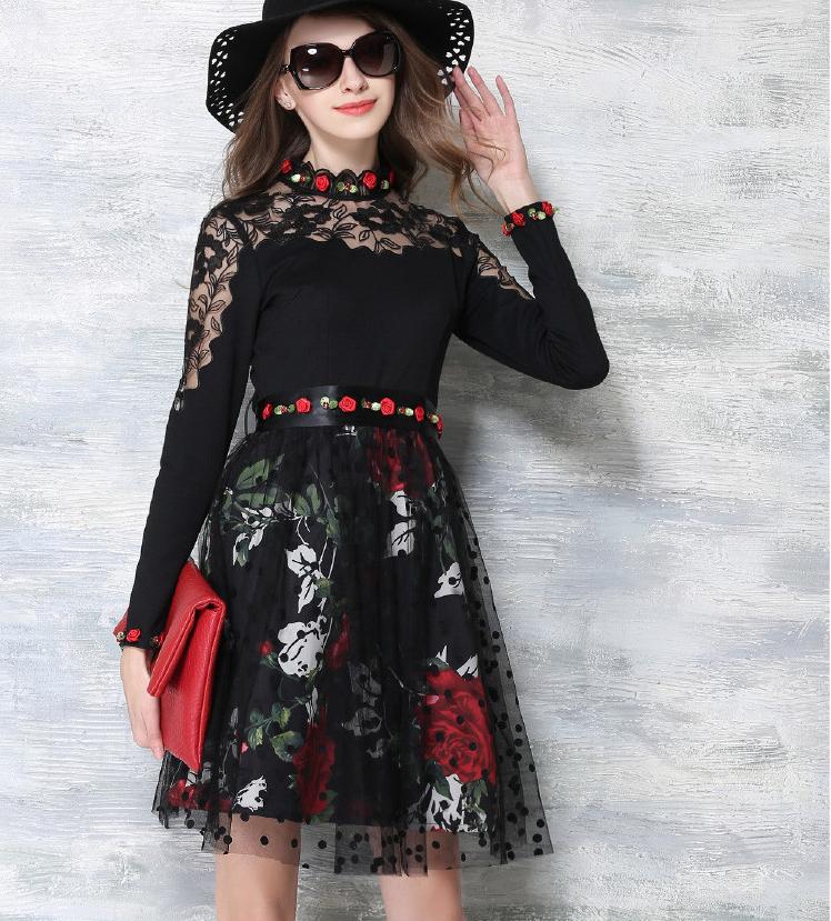 rochie-neagra-cu-dantela-tulle-si-decoratiuni-florale-aplicate