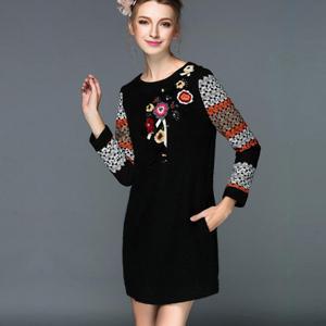 Rochita cu maneci lungi, aplicatii tricotate si margelute