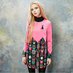 Rochita mini tip tunica, groasa, roz cu maneci lungi, model deosebit, cu imprimeu fashion