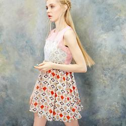 Rochie talie inalta, subtire cu imprimeu colorat, plasa si decoratii aplicate flori