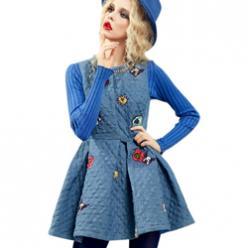 Rochie albastra fara maneci, stransa in talie cu aplicatii decorative jucause