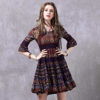 Rochie colorata scurta chic de inspiratie boho cu insertie de broderie