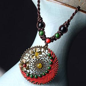 Colier rotund handmade bohemian sfoara si pietre