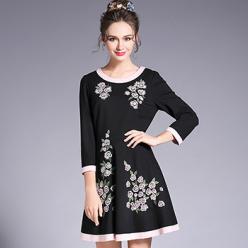 Rochie neagra cu broderie florala mansete contrast