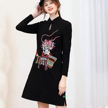 Rochie moderna neagra cu broderie colorata