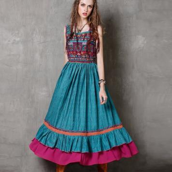 Rochie lunga boho hippie cu imprimeu si broderie colorata
