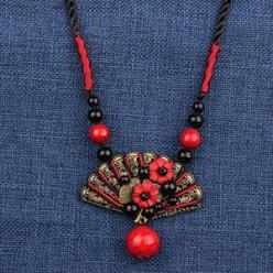 Colier rosu evantai etnic handmade